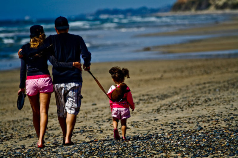 kids on beach  - Safety Guidelines For Parents - Sailing With Kids