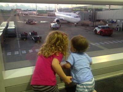 kids airport, airplane kids, travelling with kids, survive plane journey with kids, toddlers plane journey, babies plane journey